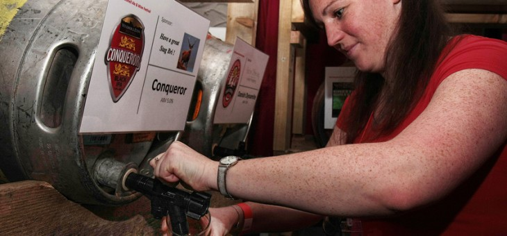 Bracknell Ale & Wine Festival, Kate serving Conqueror.