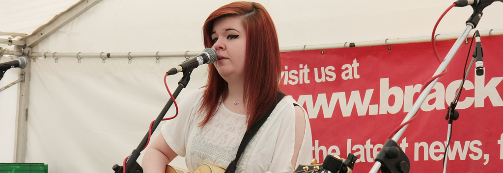 Abi Powell plays Bracknell Ale Festival 2015.