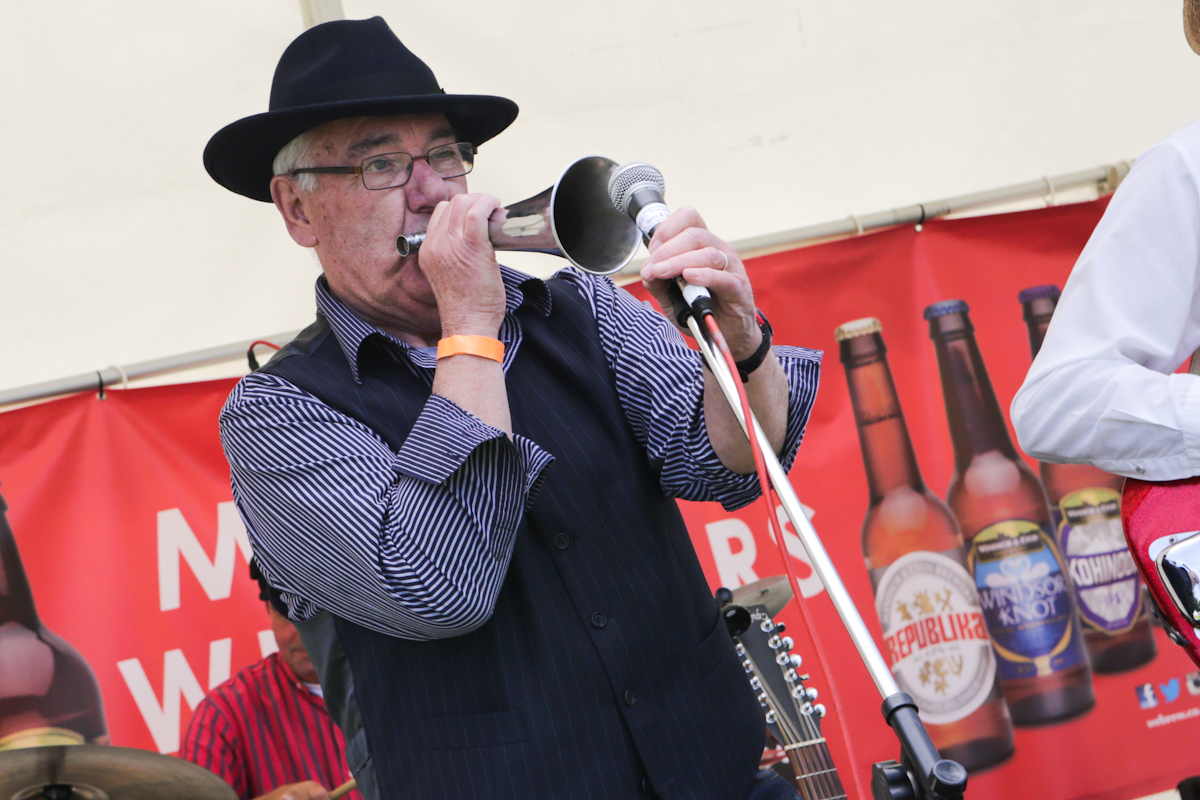 Stomping Nomads perform at Bracknell Beer Festival 2016.